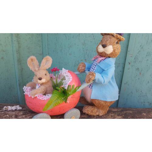 Kézzel készült 41 cm magas Apuka nyuszi tojás babakocsival gyermekével