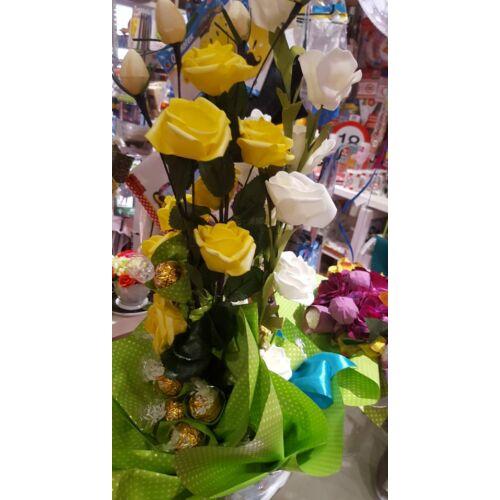 Bonboncsokor sárga és fehér rózsákkal ( élethű rózsákkal)