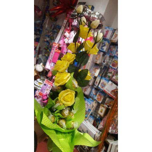 Bonboncsokor Lindor + Sárga Rózsákkal ( élethű rózsák)