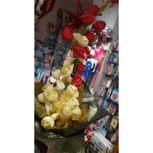 Bonboncsokor Ferrero Roche + Rózsával ( élethű rózsákkal)