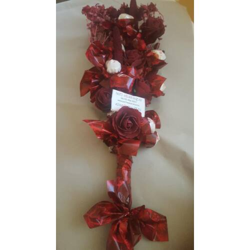 Raffaello vörös élethű rózsákkal