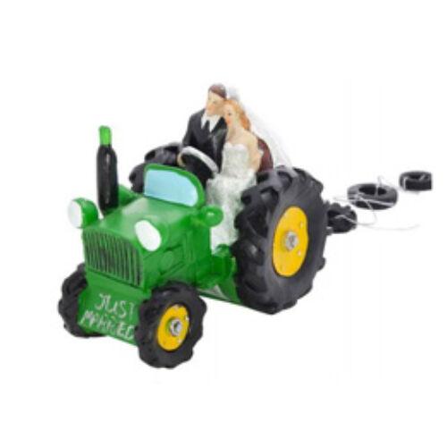 Traktoron ülő esküvői tortadísz pár